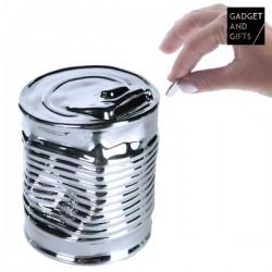 Keramická pokladnička v tvare zničenej konzervy