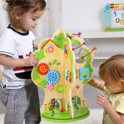 Drevený multifunkčný stromček s aktivitami a hračkami
