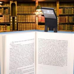 Lampa na knihu