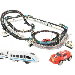 Závodná dráha s cestou na vlak a autíčkami